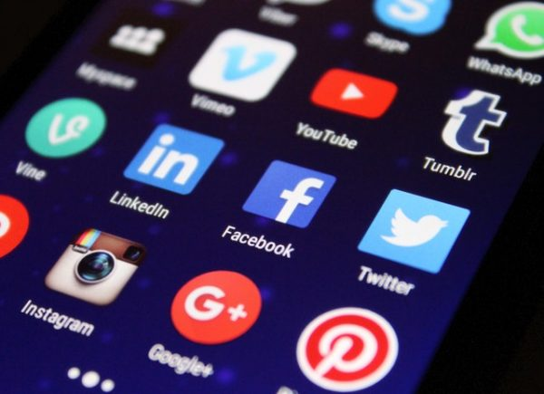 Recruiting by Social Media – The Positives and Negatives